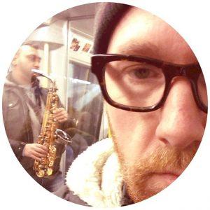 Really? #saxophone-on-the-subway #areyououtofyourmind #worstinstrumentever #intehärintenuinteidag #heres100toshutthefuckup #andanother100toneverdothisagain