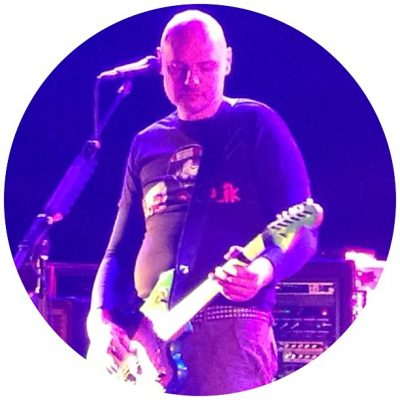 Have a nice day! Billy Corgan rocking an Iron Sheik t-shirt tonight – though maybe he could take a large. #heynow
